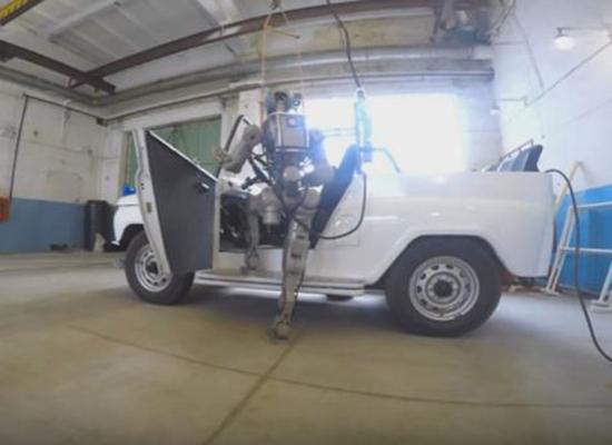 بالفيديو: روبوت روسي ذو مهارات عالية تؤهله للبعثات الفضائية