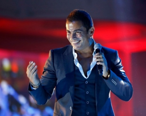 بالصورة- ممثل مصري يسخر من عمرو دياب.. ماذا فعل؟