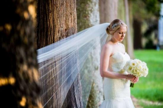 عروس الخريف.. إليك أحدث صيحات المكياج وتسريحات الشعر