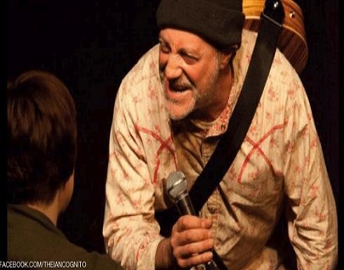 """مأساة على المسرح.. كوميديان يفارق الحياة عقب """"مزحة الموت"""""""