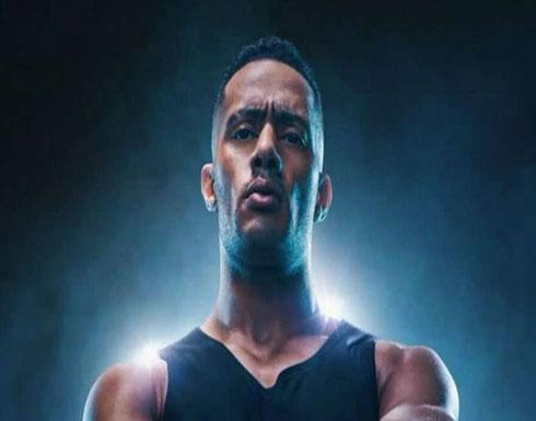 بالفيديو .. محمد رمضان يسخر من عمرو أديب بمشهد ضرب