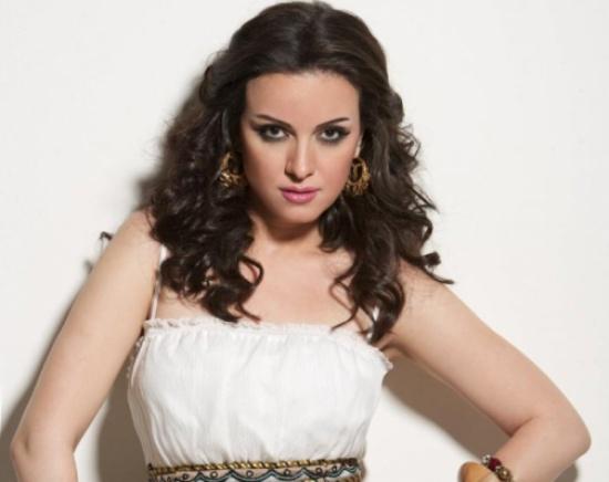 بالفيديو.. ريهام عبدالغفور تكشف سبب قصة شعرها الذكورية
