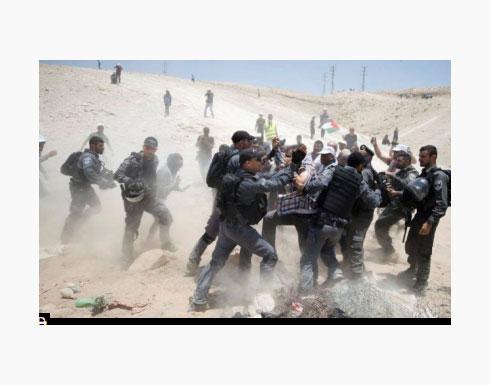 """إصابات واعتقالات بقمع الاحتلال لمسيرة """"الخان الأحمر"""""""