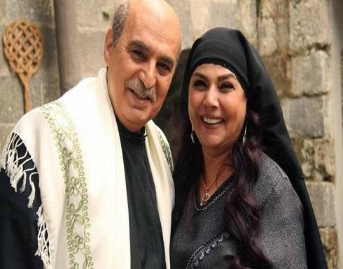 """"""" ام عصام"""" نجمة باب الحارة تصدم الجمهور بإطلالة جريئة رفقة ابنتها (فيديو)"""