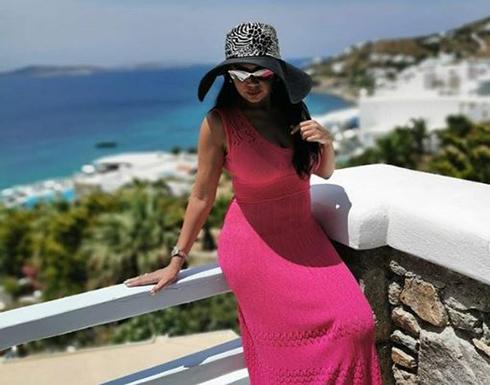 شاهد : رانيا يوسف ترتدي كاش مايوه وتتمايل على الشاطئ