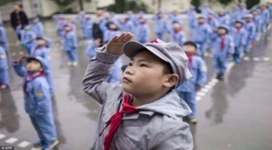 بالصور: أطفال الصين يتلقون تدريبات عسكرية في المدارس