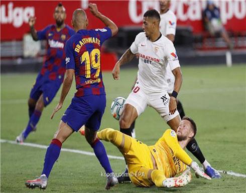إشبيلية ينتزع نقطة ثمينة من أنياب برشلونة