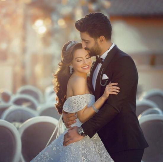 بالصور.. مصطفى جاد يعايد زوجته كارمن سليمان بعيد ميلادها الـ23