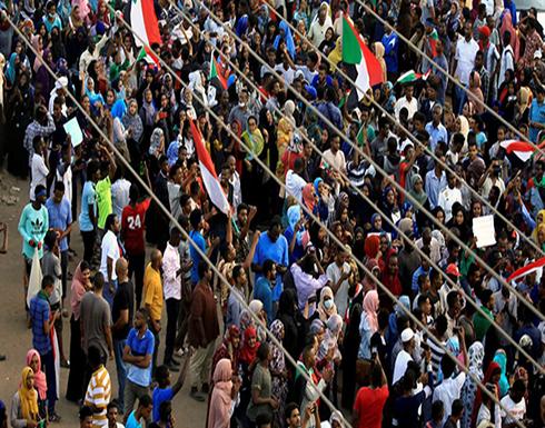 السودان : تجدد التظاهرات في القضارف.. ووقوع إصابات بقنابل غاز