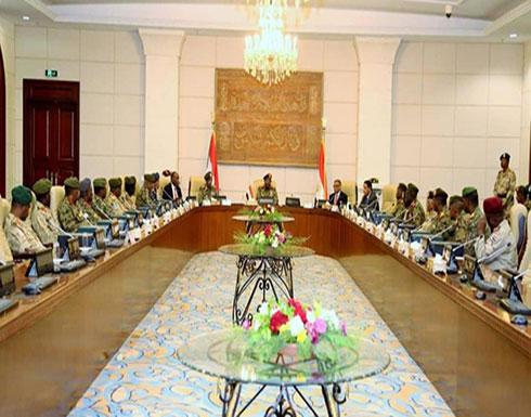 18 عسكرياً يؤدون القسم أمام الرئيس السوداني