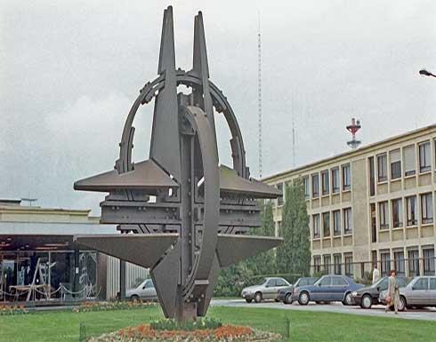 """""""الناتو"""" يؤكد سحب اعتماد 8 موظفين من البعثة الروسية في بروكسل"""