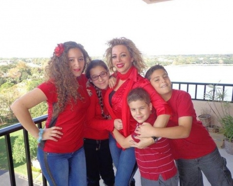 سوزان نجم الدين تعيش حالة حب وارتباطها يحسمه أولادها!!