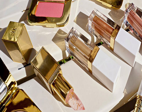 توم فورد يطلق مجموعة مستحضرات تجميل مصنوعة من الذهب الخالص!