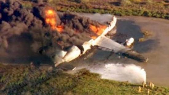 نصيحتان للبقاء على قيد الحياة بحال وقوع حادثٍ ما على متن الطائرة