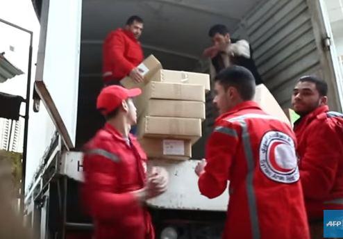 شاهد .. دخول أول قافلة مساعدات الى الغوطة الشرقية
