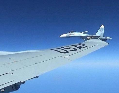 مقاتلة روسية ترافق قاذفة قنابل أميركية فوق بحر البلطيق