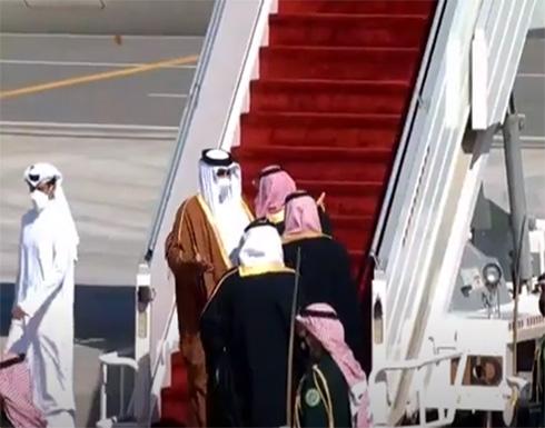 شاهد : عناق بين أمير قطر الشيخ تميم بن حمد و ولي العهد السعودي محمد بن سلمان