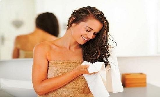 خرافات صادمة حول غسل الشعر
