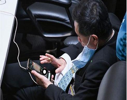 ضبط نائب تايلاندي يشاهد الصور المخلة أثناء حضوره جلسات البرلمان