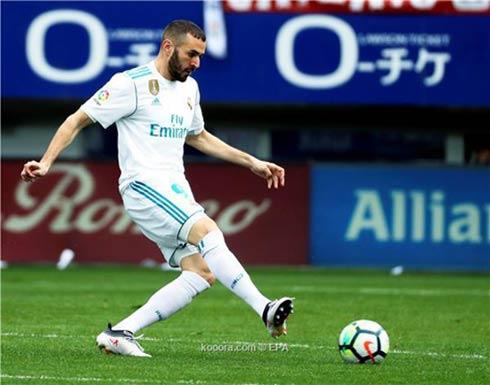 4 نجوم يهددون حقبة بنزيما في ريال مدريد