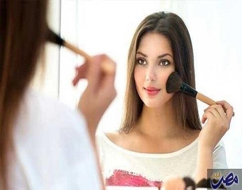 خبراء يكشفون أهميّة إزالة مساحيق التجميل قبل النوم