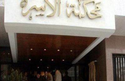 مصرية تطلب الطلاق من زوجها بعد أن أعطى راتبه لسيدة مسنة