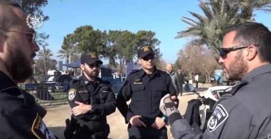 شاهد : شرطة إسرائيل-إحذروا من التسونامي!