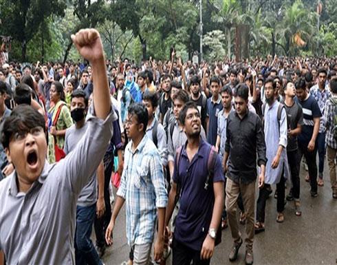 الشرطة تستخدم العصي والغاز لتفريق الطلاب المحتجين في بنغلاديش