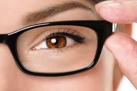 بالصور.. 15 لقطة تلخص معاناة أصحاب النظارات
