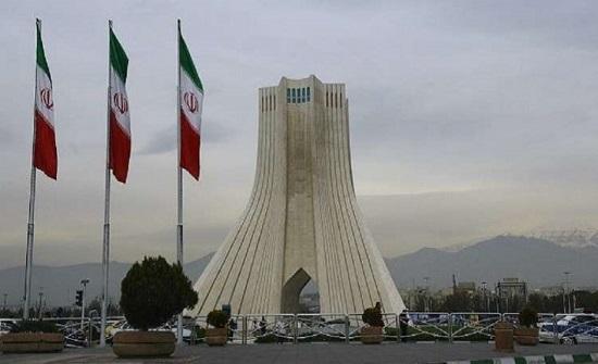 بالصورة : إيراني يحرق جسده أمام بلدية طهران بسبب سوء وضعه الاقتصادي