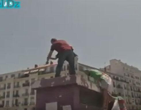 بالفيديو : تواصل المظاهرات بالجزائر ورجل يحاول إشعال النار في نفسه