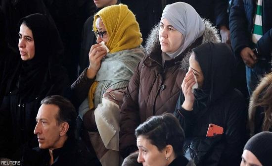 """""""الجنازة المؤلمة"""".. صور توديع 7 أشقاء سوريين في كندا"""