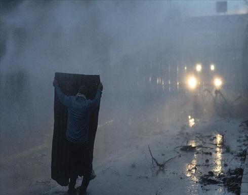 الأمن اليوناني يطلق الغاز المسيل للدموع على طالبي اللجوء