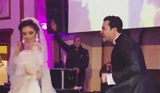 الفنانة ريم احمد ترقص على اغاني المهرجانات في زفافها