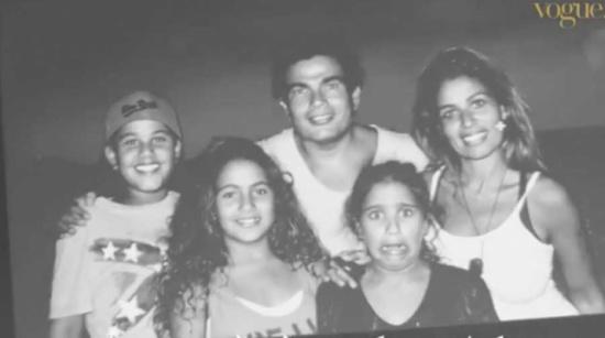 شاهد… صور جديدة لـ عمرو دياب مع زينة عاشور وابنائهما