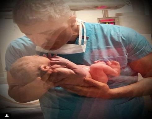 """أوزجان دينيز بأوّل صورة له مع مولوده الجديد """"كوزاي"""""""