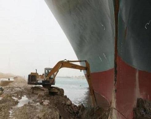 """""""خطة جديدة"""" لتعويم السفينة الجانحة بقناة السويس"""