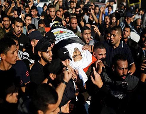 """بالفيديو : الآلاف يشيعون قيادي سرايا القدس """"أبو العطا"""" وزوجته بغزة"""