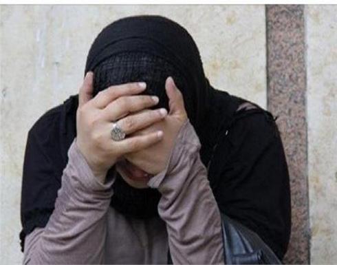 """مصرية تطلب الخلع بعد شهور من الزواج: """"بيشمني قبل النوم"""""""