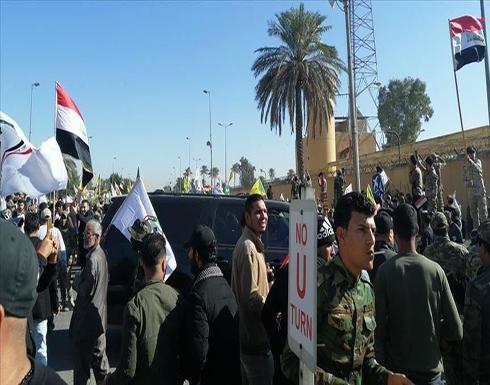 إصابة 5 محتجين وإضرام نار بمقر حكومي في السليمانية العراقية .. بالفيديو
