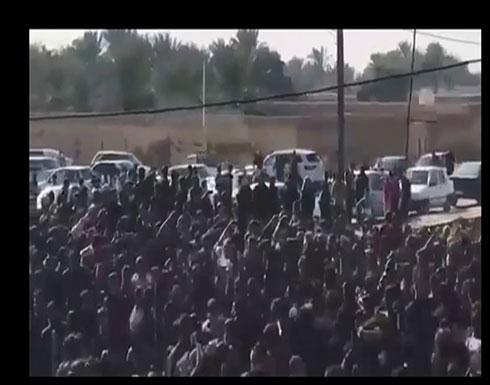 شاهد  : تظاهرات حاشدة بالأهواز بعد وفاة غامضة لشاعر ودفنه بسرية