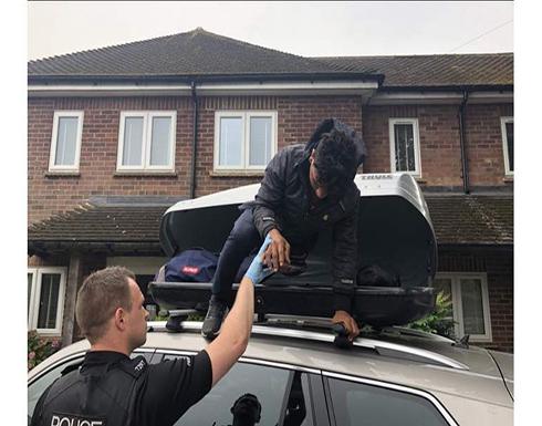 """صور : """"أخرجوه من شنطة السيارة"""".. شاب مصري يحاول الهروب من فرنسا لإنجلترا"""
