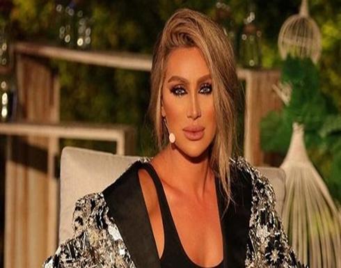 بالصور : مايا دياب بفستان لامع تستعرض رشاقتها فى دبى