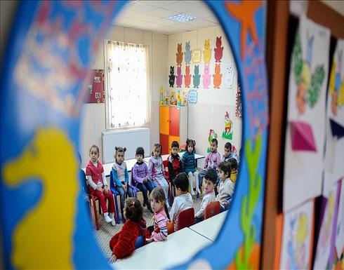 """تعليم لبنان تقصفه الأزمات.. ونزوح من """"الخاص"""" إلى """"المجاني"""""""