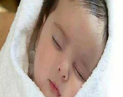 أب يضرب طفلته الرضيعة حتى الموت والسبب صادم ومحزن!