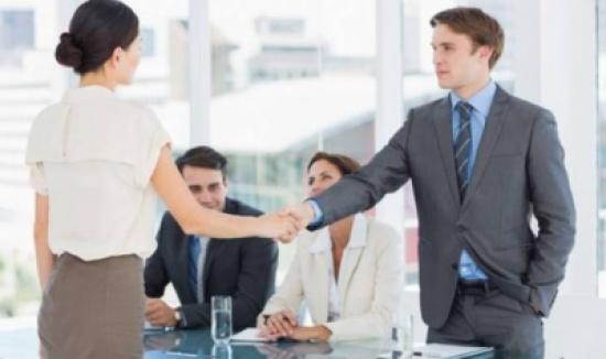 5 خطوات تساعد المرأة في اختيار الملابس المناسبة لمقابلة العمل