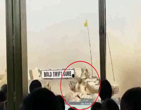 بالفيديو: سائق دبابة هندي يرتكب خطأً مروعاً في عرض عسكري