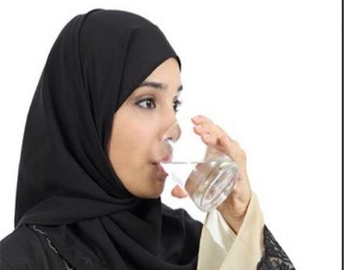 حكم تناول الماء أثناء أذان الفجر؟ الإفتاء تصحح اعتقادا خاطئا يفسد الصيام