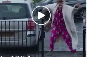 بالفيديو.. لحظة انزلاق قدم امرأة وتعرضها لعدة سقطات على الأرض