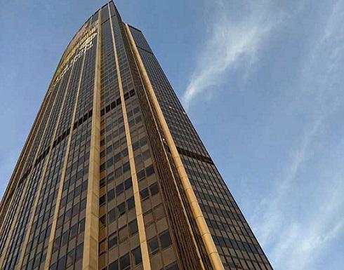 توقيف بولندي بعد تسلقه أعلى مبنى في باريس- (شاهد)